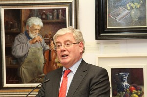 Tánaiste Eamon Gilmore giving the speech at the launch of the Dublin Painting and Sketching Club Annual Exhibition (photo Liam Madden)